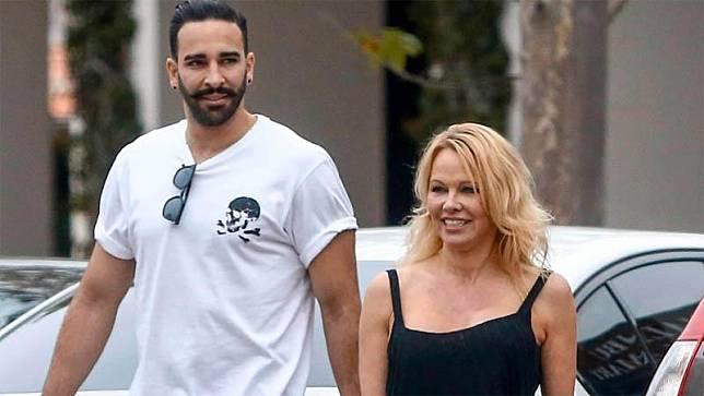Pamela Anderson dan Adil Rami Berhubungan Seks 12 Kali Semalam