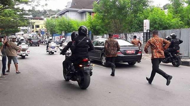 Perempuan Penerobos Iring-iringan Jokowi Juga Tabrak Polisi