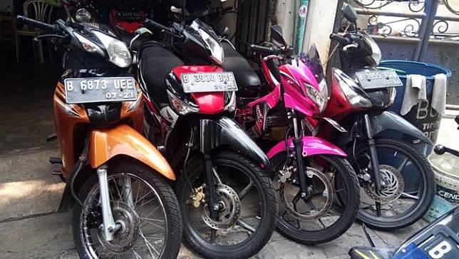Deretan motor bekas di salah satu dealer yang terletak di kawasan Jakarta Barat