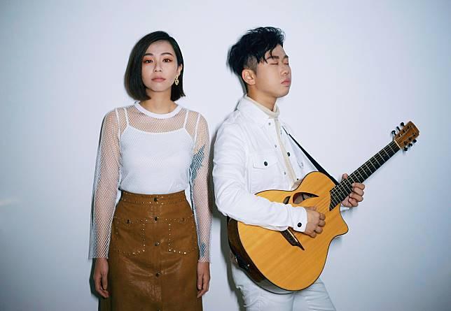 樂壇新晉男女組合「SUNSET OR RISE」由男主音及結他手TOMY何家銘和女主音TAMMY鄺凱欣組成。