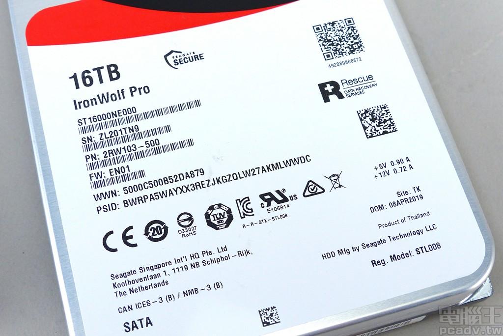 ▲ IronWolf Pro 16TB 標籤資訊,韌體版本為 EN01,生產製造地同樣是泰國。