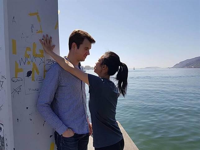 謝淑薇(右)和男友「溫柔哥」(左)