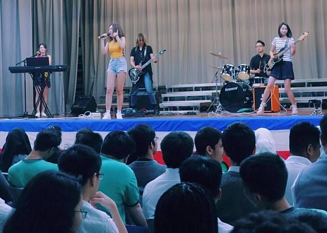 樂隊Muffy參與咗多場school tour活動。
