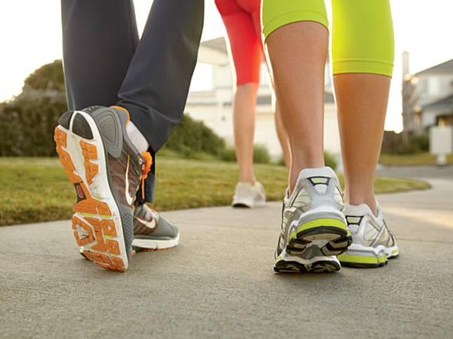 ลดน้ำหนักด้วยการเดิน 3 ไมล์ต่อวัน