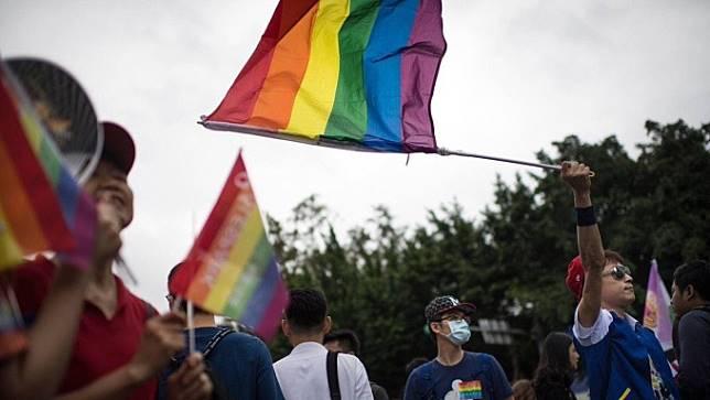 〈彩虹理財術〉有情人終成「家屬」!幫同性配偶投保不再拒保