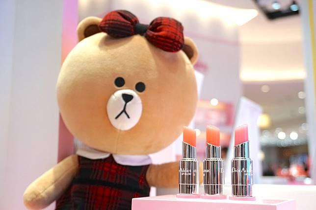 在姊妹間口碑相當好的Lip Glow誘惑煥彩潤唇膏,限定店推出限定套裝,一次過可擁有Lip Glow大熱顏色。