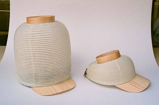 呢頂「紙燈籠帽」可以隨時拉高,咁就比較透氣,唔會焗住個頭啦。(互聯網)