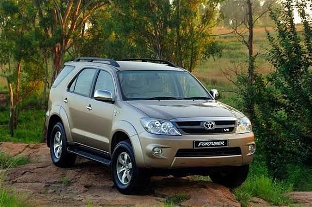 Toyota Fortuner lansiran tahun 2006