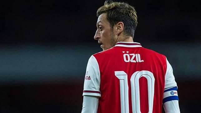 Kontroversi Ozil Terus Berlanjut Namanya Dihilangkan dari Video Game