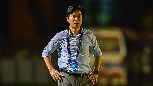 """ดับเทียน! ผจก.เมืองทองลั่น """"ยุน จุง ฮวาน""""คุมทีมต่อ"""