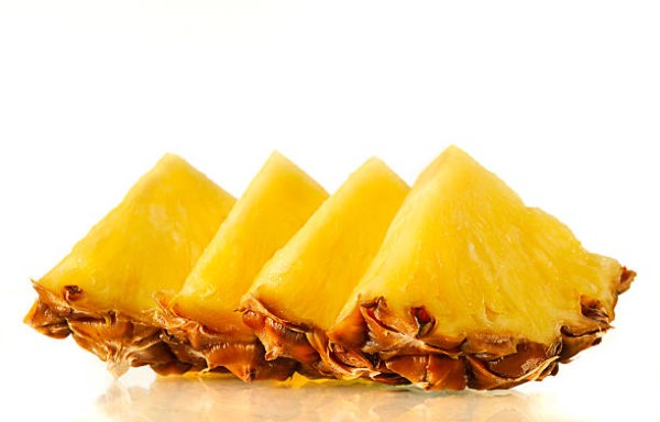 arrangement-of-fresh-slices-of-pineapple-picture-id182379775.jpg