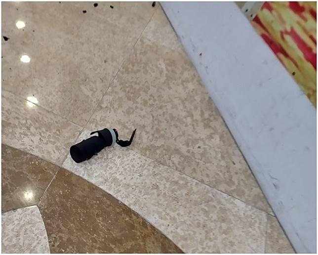 現場遺下懷疑催淚彈殼。fb「我食在元朗。你卻在大牌檔」Cyrus Wong圖片