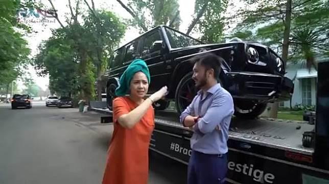 Nagita Slavina Boyong Mercedes-Benz G-Class Edisi Khusus Untuk Raffi Ahmad. (YouTube/Rans Entertainment)