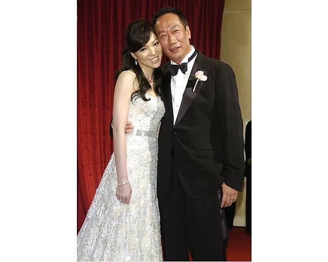 在林志玲女神無心之下,竟撮合了郭台銘與舞蹈老師曾馨瑩的一段良緣。