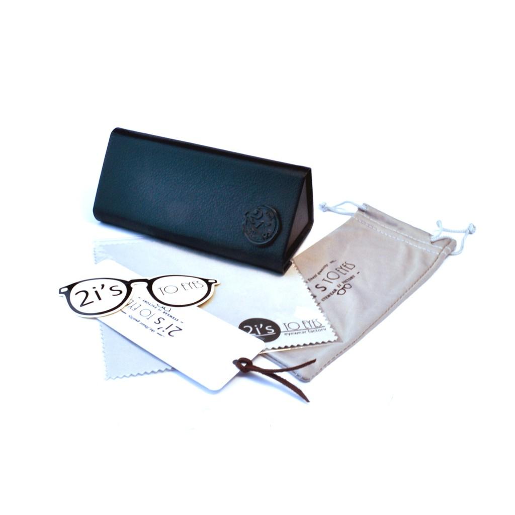產品資訊:產品: 2is_BX04D類型: 折疊 / 磁石開口色系: 黑色(附送的眼鏡袋會隨季而更新顏色喔, 煩請見諒)產品類別: 三角形眼鏡盒材質: 紙 / 仿皮Size:a. 寬度: 70 mmb