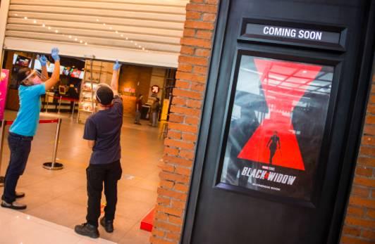 Simulasi pembukaan dan peninjauan tempat hiburan bioskop CGV Cinemas di Bandung Electronic Center (BEC), Bandung, Jawa Barat, Kamis (9/7).