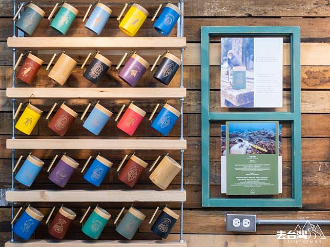 杯身塗上歐盟認證無毒顏料,竹杯上的圖案則以雷射切劃,主題為戶外活動或是海洋生物,客人可以即場為圖案上顏色,需時大約30分鐘,NT$500 / HK$125一隻。