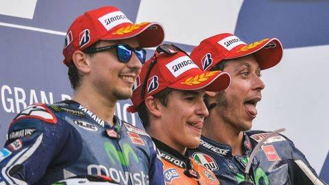 Lorenzo pernah sangat kesal dengan Marc Marquez. (AFP PHOTO / ANDREAS SOLARO)