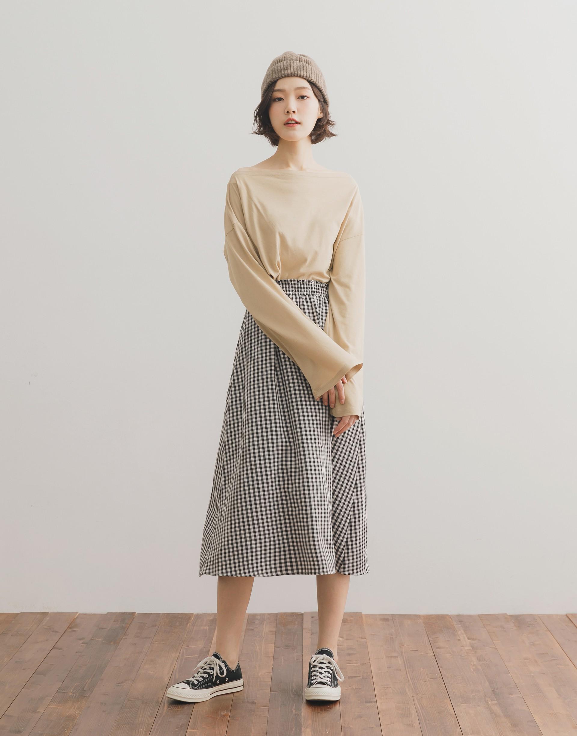 彈性:適中 柔軟親膚棉料、船型領設計、簡單耐看、舒適好穿