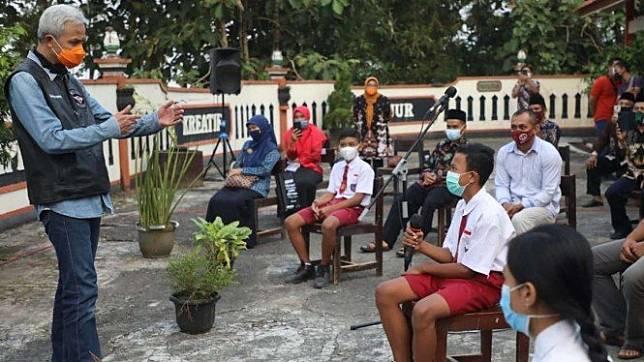 Ganjar Pranowo saat di SD Negeri Growong Kecamatan Tempuran, Kabupaten Magelang.