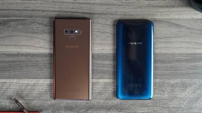 Perbandingan ponsel Samsung dan Oppo. [Shutterstock]