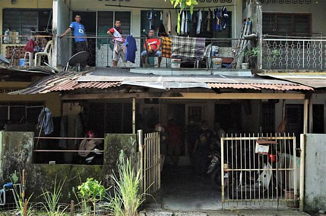 Indonesian migrant workers from East Java occupy a rented house in Klang Lama, Kuala Lumpur on March 27. Indonesian workers in Malaysia have faced difficulties providing for themselves after Malaysia declared a lockdown, locally known as a movement control order (MCO), to contain the COVID-19 pandemic.