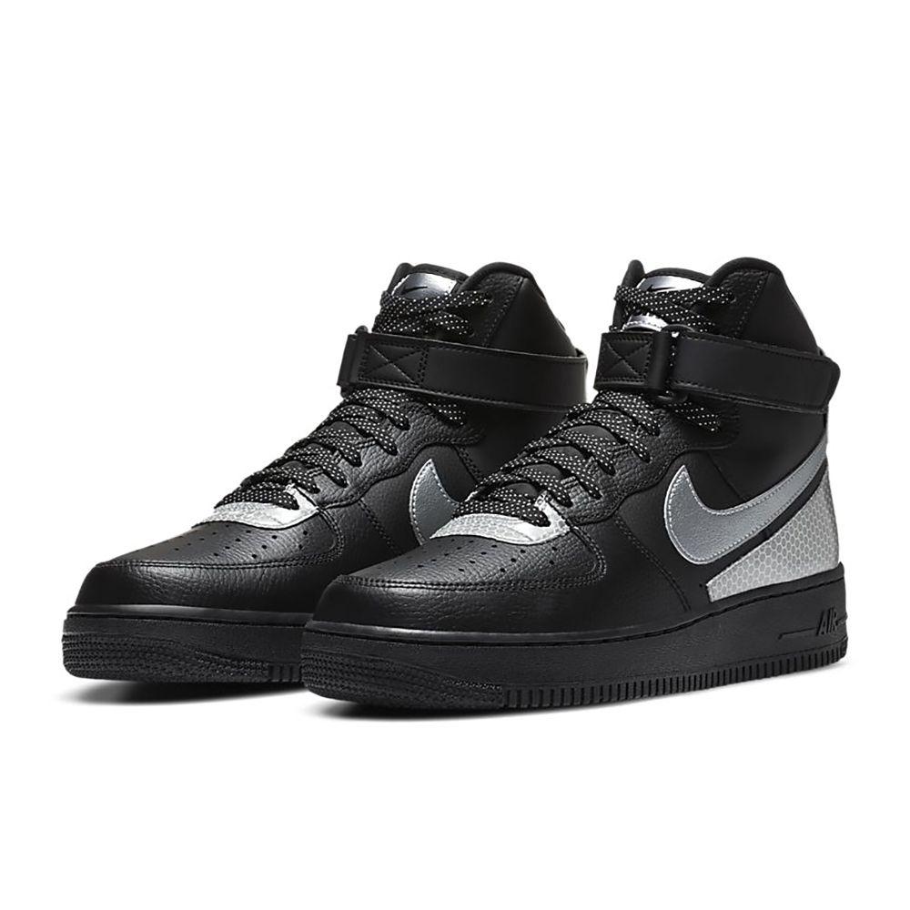 NikeAirForce1High'07LV83M男子運動鞋具有眾多你所熟知的優點:利落覆面、醒目裝飾以及元年款籃球風格。加墊高幫鞋口結合經典魔術貼粘扣設計,塑就經典舒適感受;精心設計的3M™細節,耐
