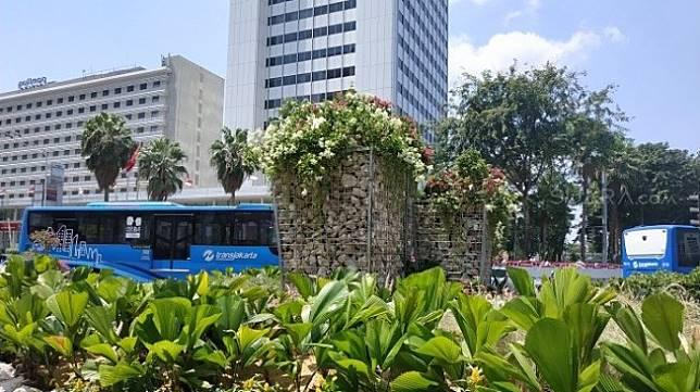 Setelah instalasi bambu Getih getah, Pemprov DKI Jakarta memasang landmark baru. Instalasi baru itu dipajang tepat di bekas tempat bambu Getah Getih yang sudah dibongkar, yakni kawasan Bundaran HI, Jakarta Pusat. [Suara.com/Fakhri]