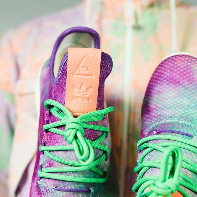 57a8750dcad4e แฟชั่นสาดสี  The adidas x Pharrell Williams  ใน Hu Holi Powder Dye  Collection