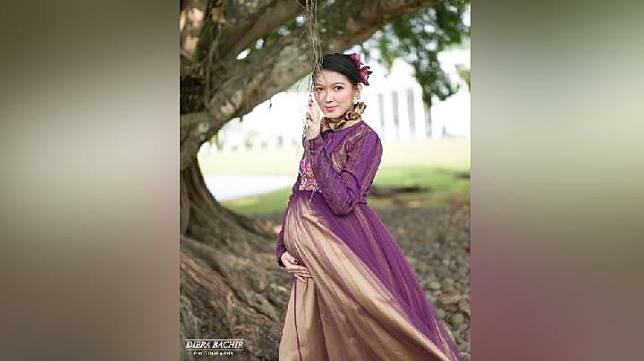 Selvi Ananda, istri Gibran Rakabuming, saat melakukan maternity photoshoot di Istana Bogor