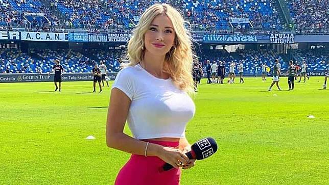 Fans Napoli 'Minta' Payudara, Jurnalis Cantik Italia Berikan Respons Mengejutkan