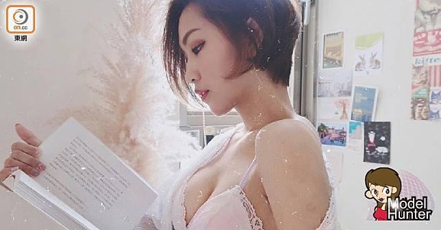Kiona喜歡看書,被譽為知性美女。(互聯網)