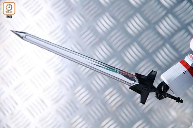 六神合體拳頭可緊握着大大把的六神劍,威猛非常。(胡振文攝)