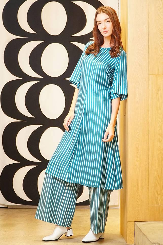 Marimekko Piccolo Ujeltta藍色間條長裙、Ristipiccolo Kavuta藍色間條長褲(莫文俊攝)