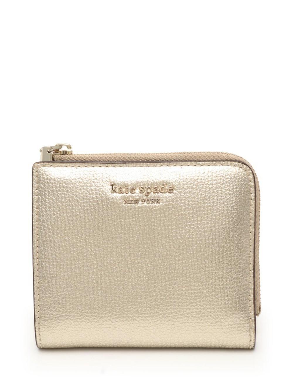 材質:皮革 顏色:香檳金色 垂直:9 寬度:10.8 厚度:2.5 產品規格:內部:名片盒×6,皮夾×1 外面:開放式口袋×1,×1零錢包 型號:PWRU7250 ※長度單位為厘米,重量單位為克 條件