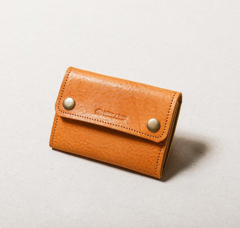 ●可收納名片、票卡、零錢、鈔票 ●亦可收納其他小雜物 ●牛革與紙革的完美搭配