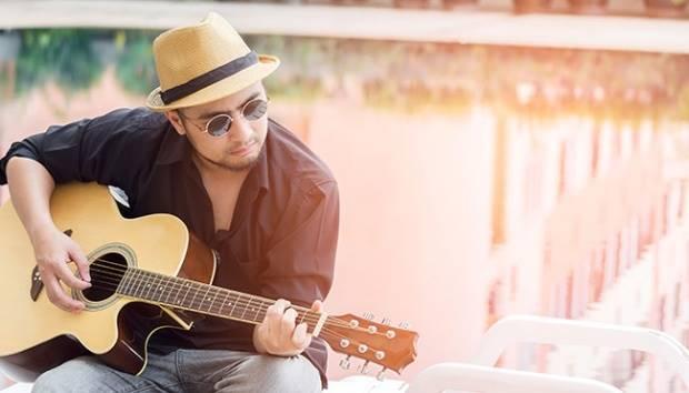 Ilustrasi pria bermain gitar. Shutterstock