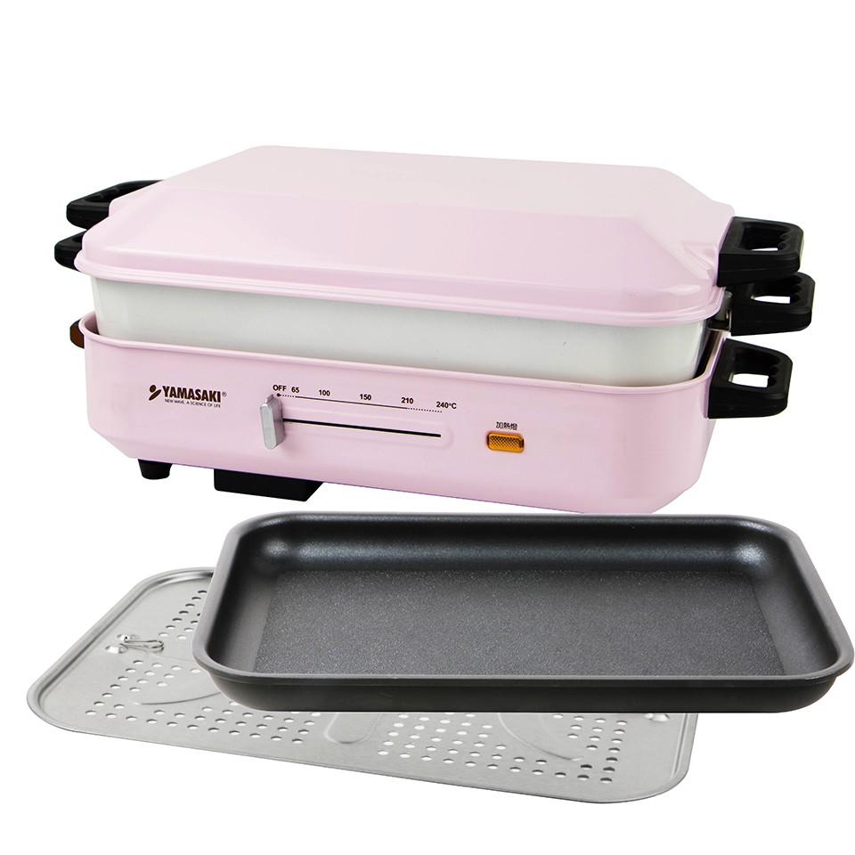 【YAMASAKI】日式多功能BBQ烹調電烤爐 SK-5710BQ 附鍋蓋*1、平底烤盤*1、不鏽鋼蒸盤*1、陶瓷深鍋*1、木匙*1、食譜*1、說明書*1、保證卡*1型號: SK-5710BQ容量: