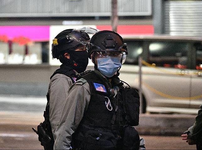 警員佩戴口罩