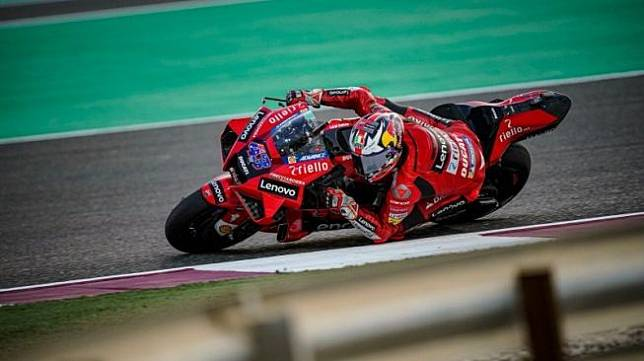 Pebalap tim Ducati Jack Miller menjalani sesi tes pramusim MotoGP di Sirkuit Losail, Qatar. (HO via Ducati Motor Holding/Ducati.com)