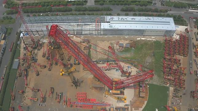 เครนยักษ์ 4,000 ตัน ของหายากฝีมือจีน หนุนงานก่อสร้างหลากหลาย