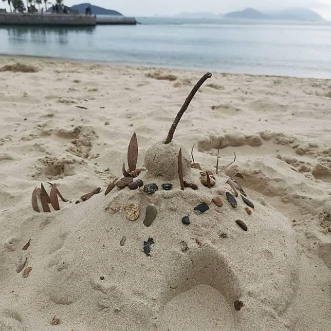 仲喺海灘上發現靚靚沙堡。
