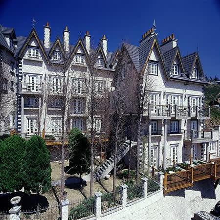 ●遠眺山景的絕佳之處 ●維多利亞風格的浪漫城堡 ●音樂城堡/老英格蘭皆通用喔!