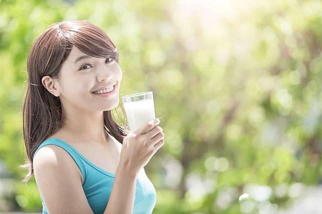 國際新潮流!營養師帶你認識A2beta酪蛋白,讓你喝牛奶更舒服!