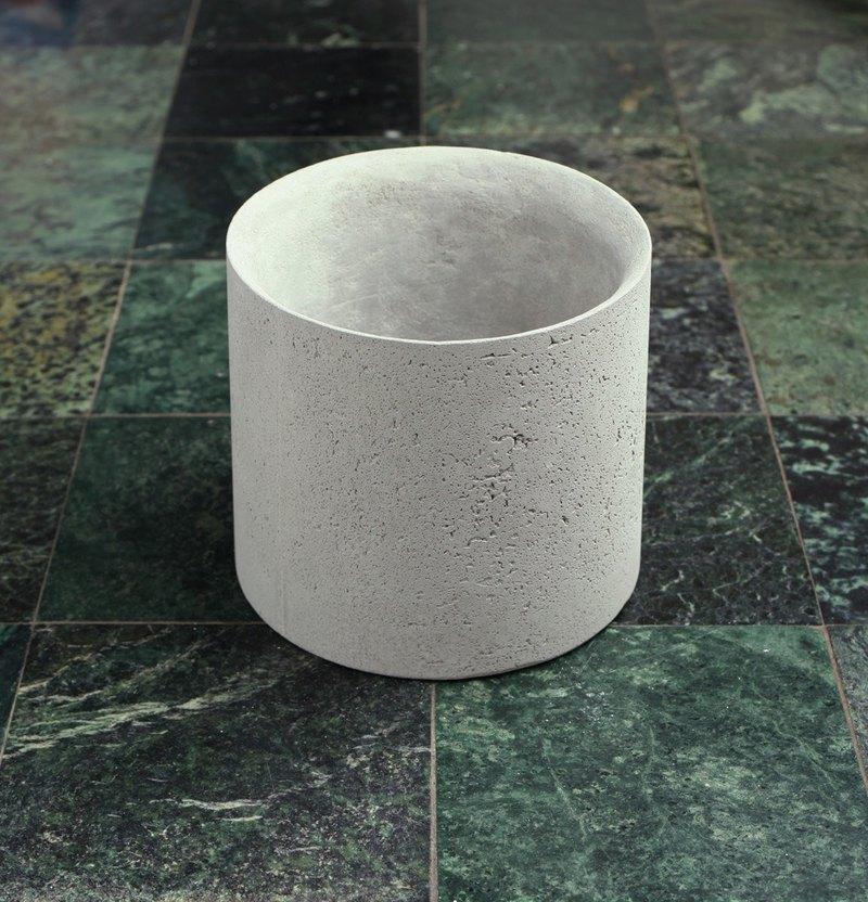 簡簡單單水泥圓桶型花器,適合類植物或多肉植物種植
