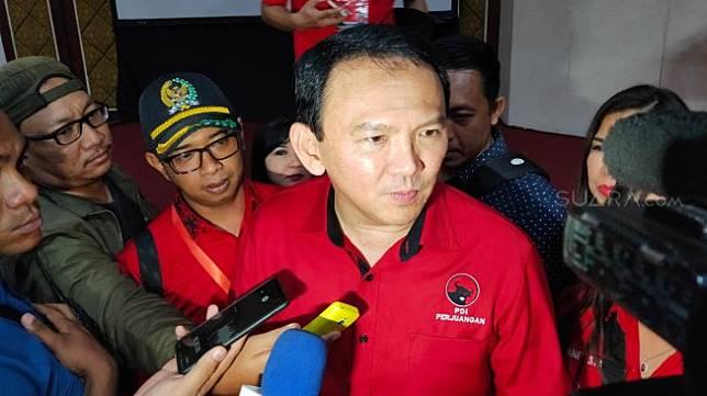 Ahok, seusai menjadi pembicara dalam Workshop Fraksi PDI Perjuangan DPRD Provinsi Jateng dan DPRD Kabupaten/Kota, di Grand Arkenso Hotel Semarang, Rabu (20/11/2019). [Suara.com/Adam Iyasa]