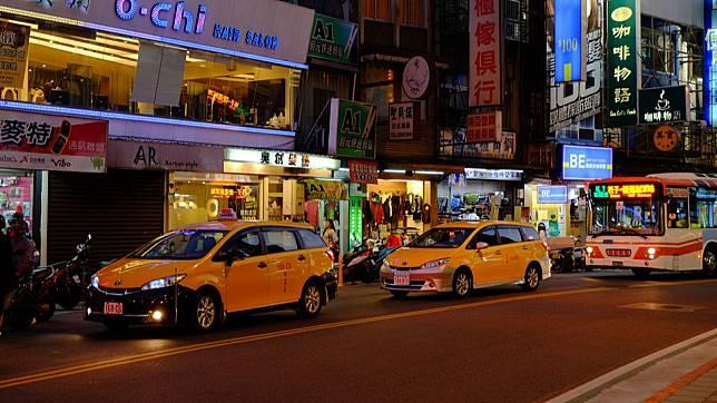 台北市公車七月一日起上下車都要刷卡(圖翻攝自網路)