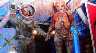 海蒂克隆2019萬聖節造型曝光!萬聖節女王 Heidi Klum 化身「外星人襲擊太空人」