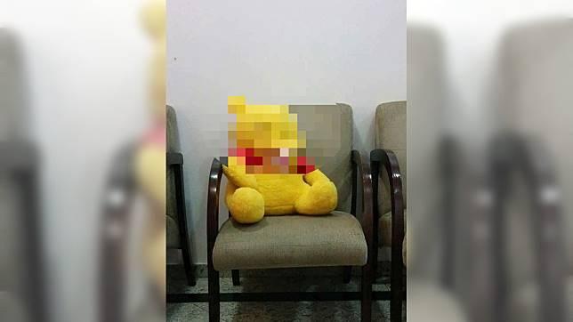一名網友在網購時收到四不像的小熊維尼。  圖/翻攝自爆廢公社公開版
