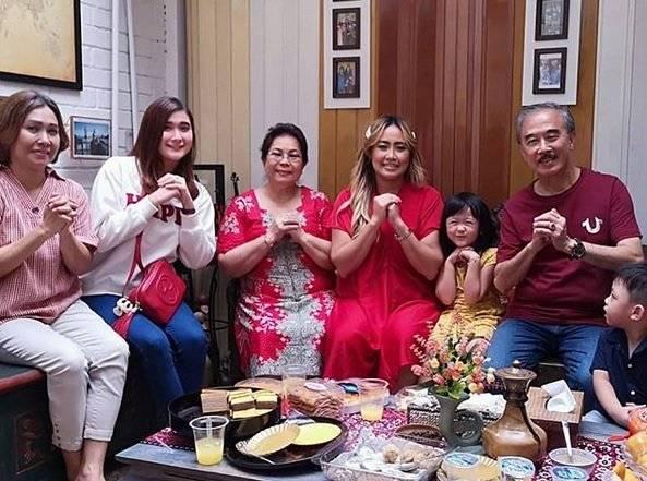Kisah Pinkan Mambo Dari Vokalis Ratu Dagang Pisang Kini Jual Soto Amp Cuci Baju Merdeka Com Line Today